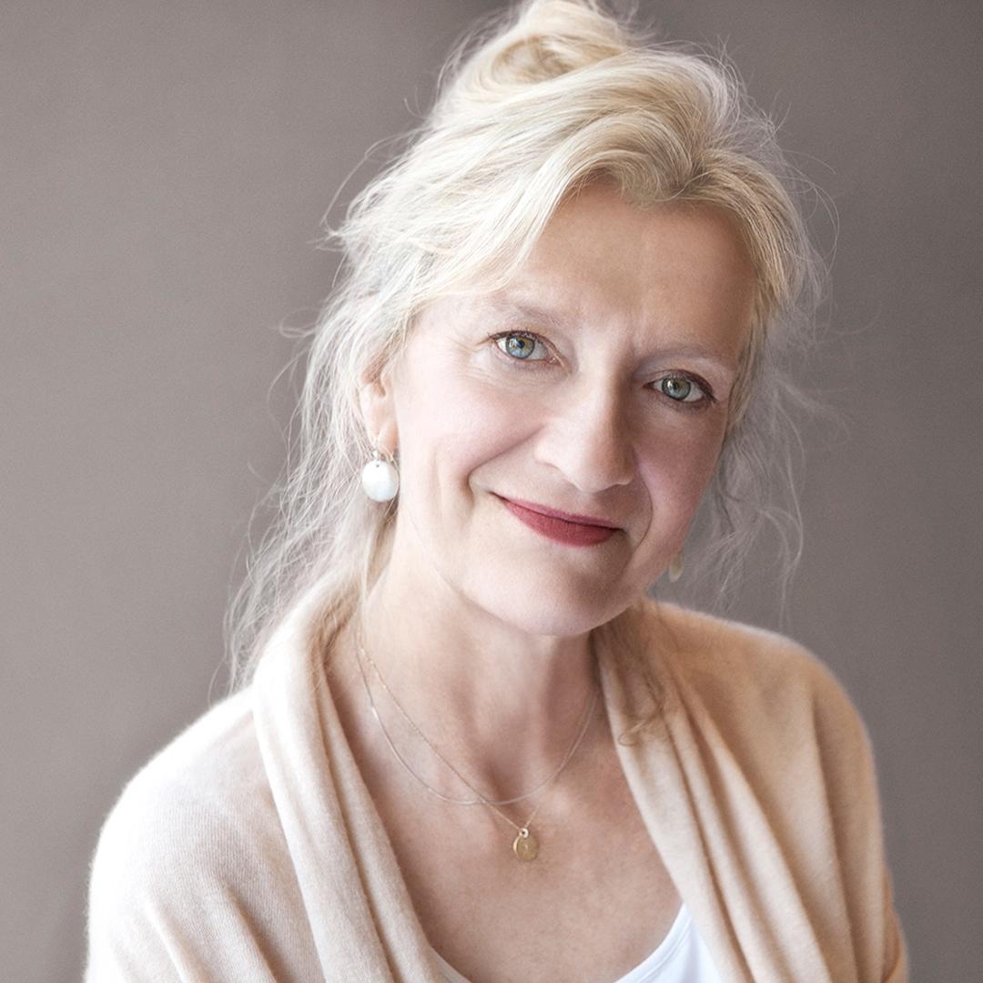 Portrait of Elizabeth Strout.